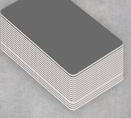 Badge professionnel de couleur grise à personnaliser vous-même