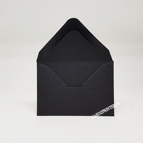 Emballage enveloppe ouvert, matière papier, de couleur noire
