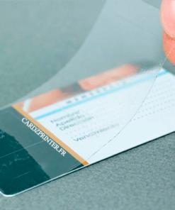 un autre exemple de protection adhésive transparente disposée sur un carte de membre personnalisée